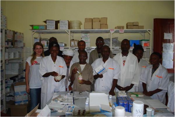 Můj nemocniční lékárenský tým v Demokratické republice Kongo. Nikdy jsem se kromě nemocniční lékárny v IKEMU, neměla tak bezvadné kolegy jako tady.