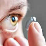 Kontaktní čočky a péče spojená s jejich užíváním