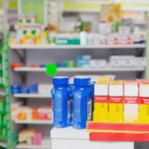 Sortiment přípravků v lékárně