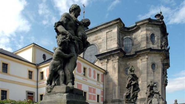 České farmaceutické muzeum sídlí v objektu Hospitalu Kuks, který byl na začátku 18. století vybudován k péči o nemocné a přestárlé muže.